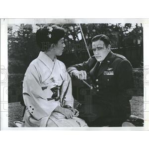 "1957 Press Photo Brando, Miiko Taka, ""Sayonara"" - RRT59131"