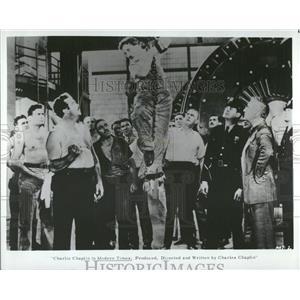 "1936 Press Photo Actor Charlie Chaplin ""Modern Times"" - RRT73869"