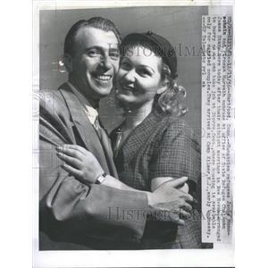 1956 Press Photo Janos Monosohein Hungarian Refugee Wed - RRT91985