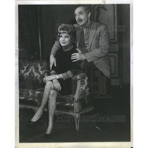 """1969 """"Don't Drink The Water"""" Press Photo - RRS35651"""