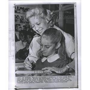 1958 Press Photo Dinah Shore Actress Melissa Montgomery - RRS74831