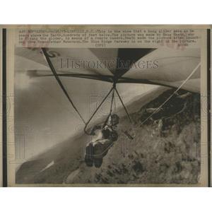1975 Press Photo Hand gliding - RRS28457