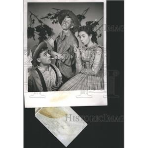1956 Press Photo Girl warns boys not to smoke-US Steel - RRS63007
