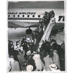 19596 Press Photo Plane Refugee Cardinal Arrow Geners - RRS24093