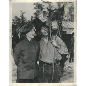 1959 Press Photo Dorothy Provine Frank Dekova Alaskans - RRS60821