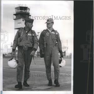 1964 Press Photo World War IILt James L Waver Elmhurst - RRS57317