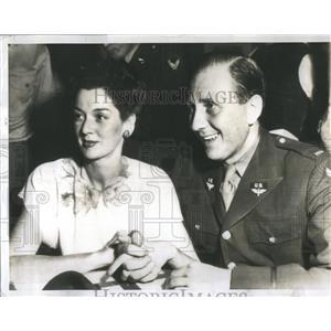 1942 Press Photo Rosalind Russel Actress Lieut Fredric - RRS82237