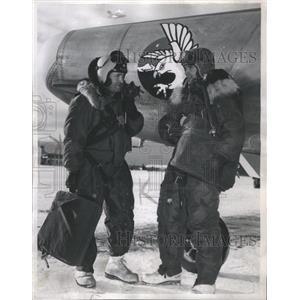 1952 Press Photo Kemp and Harding discuss flight - RRS56315