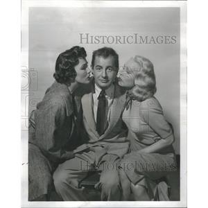1955 Press Photo Actor Don Taylor Two Ladies Kiss Cheek - RRS75169