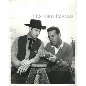 1958 Press Photo Milas Road Ernie Ford Actor Gun Stand - RRS34753
