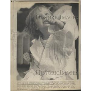 1973 Press Photo Kimberly Powell Ounce Punch Karate - RRS40891