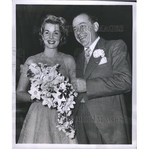 1953 Press Photo Gergg Sherwood Actress Garden Dodge - RRS45401