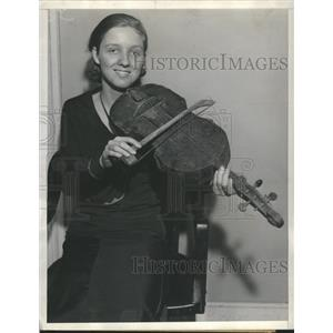 1933 Press Photo Virginia Lightfoot with violin. - RRS62003