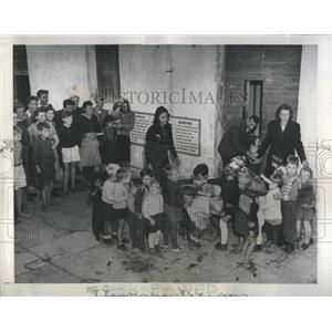 1945 Press Photo Refugee Children Allied Commission - RRS18359