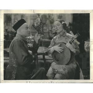 1933 Press Photo Ramon Navarro Helen Hayes - RRS77341