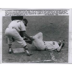 1961 Press Photo Harry Bright of Washington with Hurt Ankle, Coach George Case