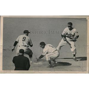 1950 Press Photo Wes Westrum Giants Safe At 2nd Roberto Avila Indians MLB Game