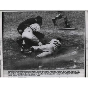 1954 Press Photo Vic Wertz Indians Scores Run Ed Fitzgerald Senators MLB Game