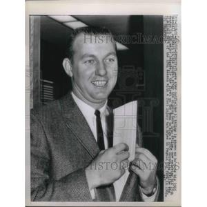 1965 Press Photo Detroit Tigers Outfielder Al Kaline baseball - nes02505