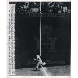 1950 Press Photo NY Giants' Whitney Lockman Makes Great Catch vs, St. Louis