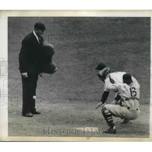 1943 Press Photo William Johnson of Yankees scored against the Boston Red Sox.