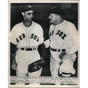 1945 Press Photo Walt Masterson Traded to Red Sox Talks Manager Joe McCarthy