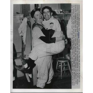 1951 Press Photo Yankee Phil Rizzuto & pitcher Ed Lopat - nes02626