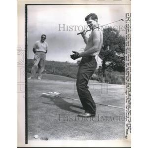 1961 Press Photo New York Yankee Pitcher Ralph Terry Playing Golf - nes01042
