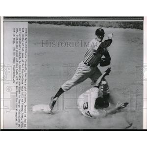 1954 Press Photo Red Sox Jim Piersall out at 2nd vs Indians George Strickland