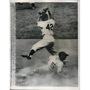 1950 Press Photo Vern Stephens Red Sox Slides Safe To 2nd Gerry Coleman Yankees