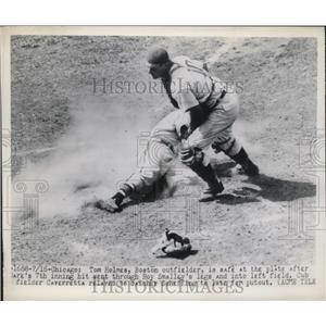 1949 Press Photo Tom Holmes Red Sox Scores Run 7th Inning Bob Sheffing Cubs MLB