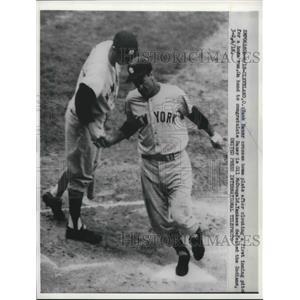 1958 Press Photo Hank Bauer of Yankees Crosses Plate on Home Run, Gil McDougald