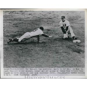 1950 Press Photo Cubs Ray Smalley Waits to Tag-Out Phillies' Mike Goliat