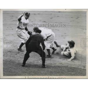 1946 Press Photo Elburt Fletcher Pirates Out At 2nd By Billy Herman Dodgers MLB