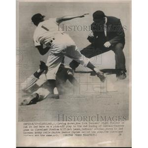 1954 Press Photo Irving Noren of the Yankees and Bob Lennon of the Indians