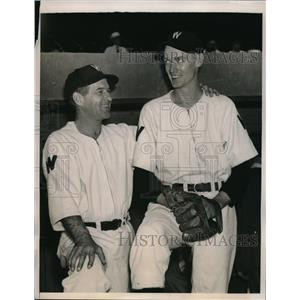 1940 Press Photo Sid Hudson Pitcher Washington Senators Bucky Harris Manager MLB