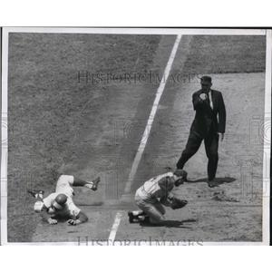 1966 Press Photo NY Mets Ron Swoboda out at 3rd vs Philly Dick Groat,ump Venzon