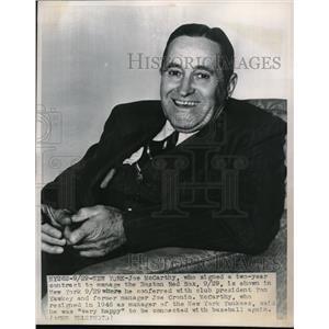 1947 Press Photo Joe McCarthy Signs 2 Year Contract To Manage Boston Red Sox MLB