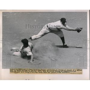 1951 Press Photo Gene Woodling Yankees Force Out At 2nd By Ray Boone Indians MLB