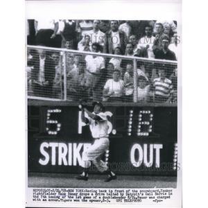 1958 Press Photo New York Yankee right fielder Hank Bauer - nes00550