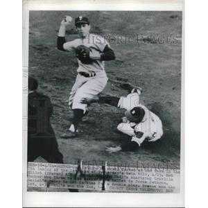 1950 Press Photo Sam Jethroe of Braves forced out in double play versus Phillies
