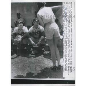 1958 Press Photo Karl Heren of Milwaukee Brewers and Carl Sawatski in Tampa