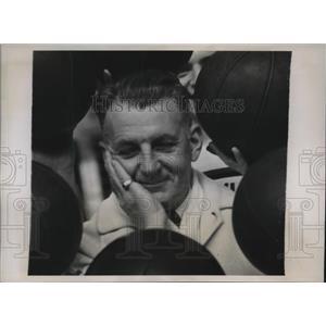1939 Press Photo Lon Jourdet, Coach of Univ. of Pennsylvania Basketball Squad