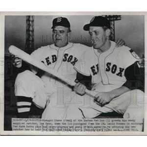 1951 Press Photo Boston Red Sox manager Steve O'Neil greeted his newly acquired