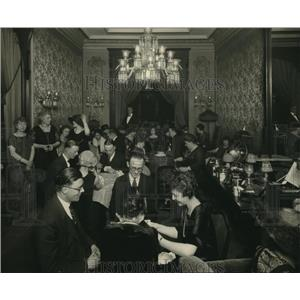 1924 Press Photo Group of Business & Professional People Gathered to Play Bridge