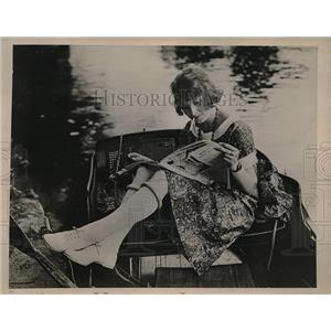 1923 Press Photo Ascot England English Canoe Girl Kadel Herbert New York