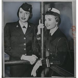 "1955 Press Photo Janice Vaughman & actress Jane Howard ""Francis in the Navy"""