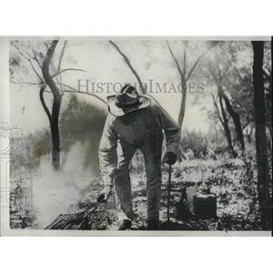 1932 Press Photo Jack Garner of Texas is busy cooking some fish he'd caught.