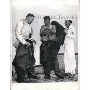 1942 Press Photo Sea Going Zoot suit Goodrich Rubber Life-Saving Suit Harold
