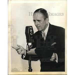 1934 Press Photo Tex O'Rourke, MC for NBC Blue Network broadcast